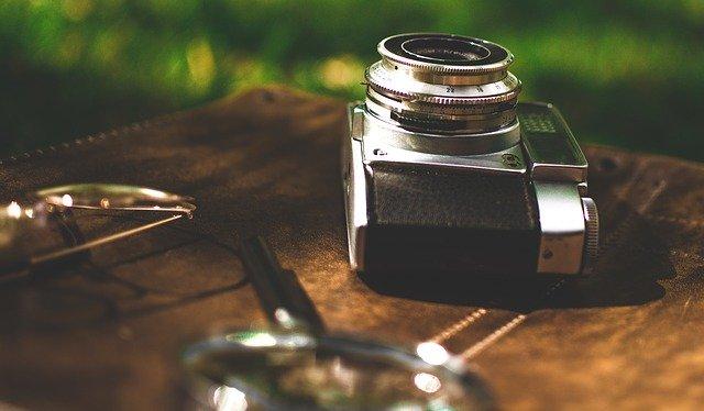 カメラと虫眼鏡