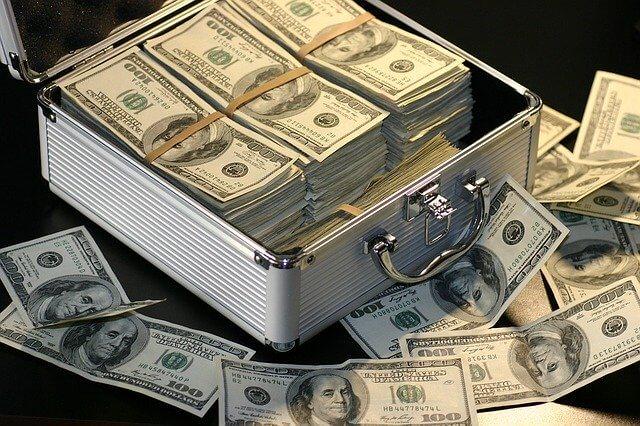 トランクいっぱいのお金
